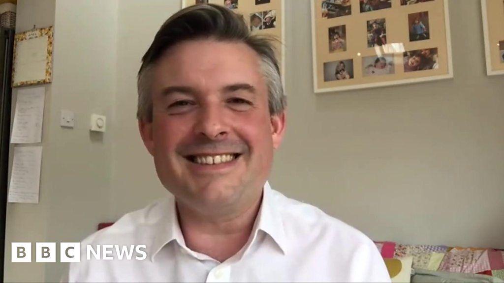 Labour s Jonathan Ashworth experiences BBC-dad-moment