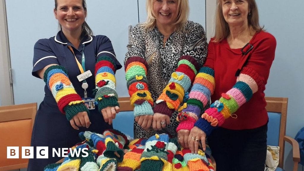 Knitted sleeves help dementia patients