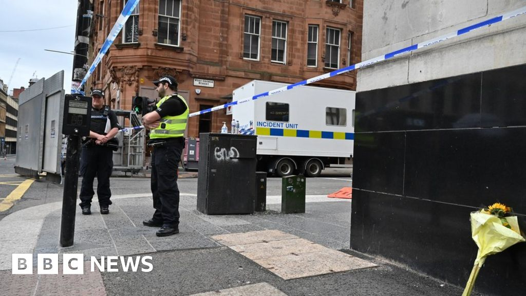 Glasgow hotel stabbings: Police appeal for footage thumbnail