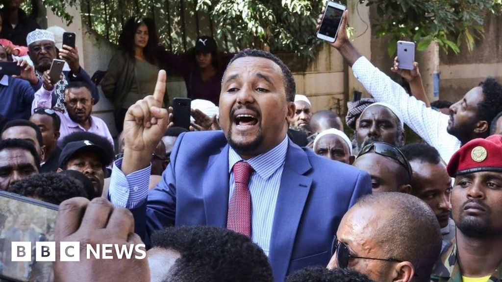 Jawar Mohammed: Ethiopian politician arrested over Hachalu Hundessa protests thumbnail