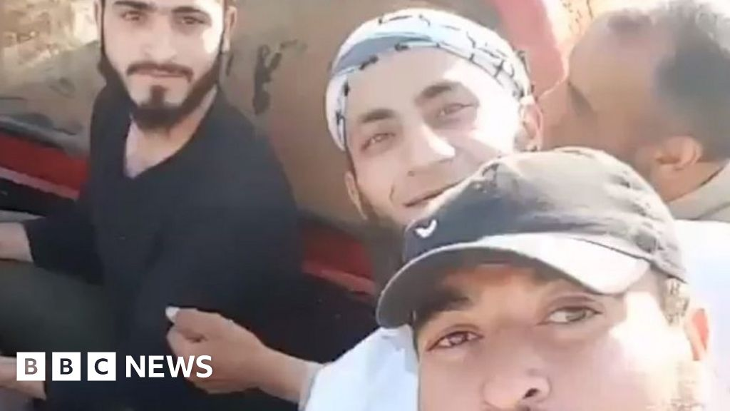 Syria conflict: Boy beheaded by rebels 'was fighter' - BBC News