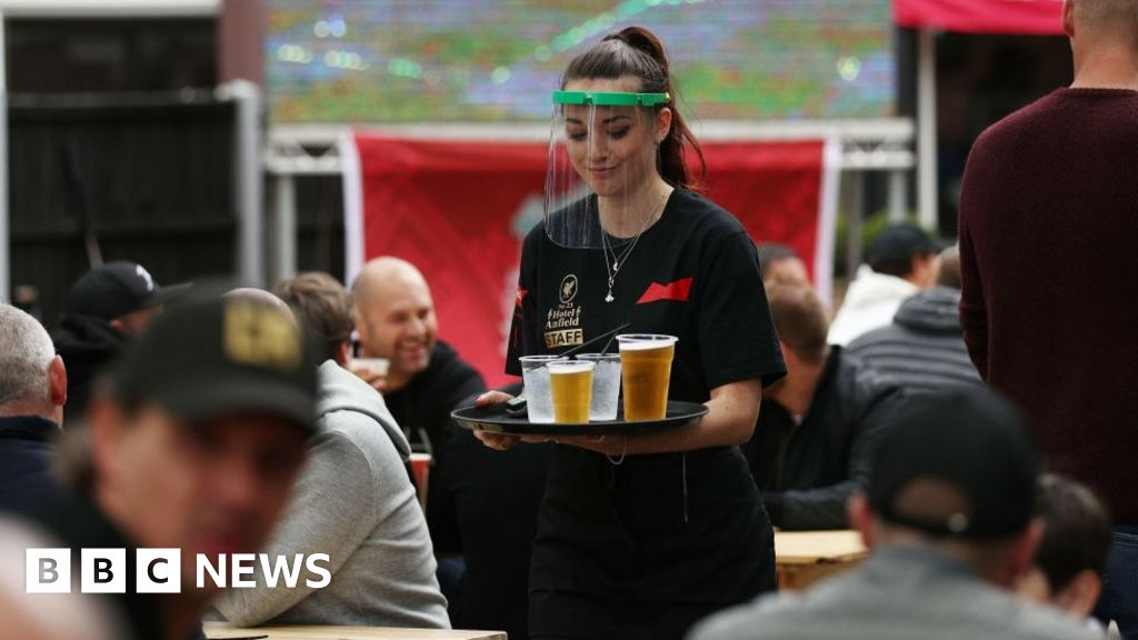 Covid: 'A fifth' of hospitality sector jobs lost in 2020