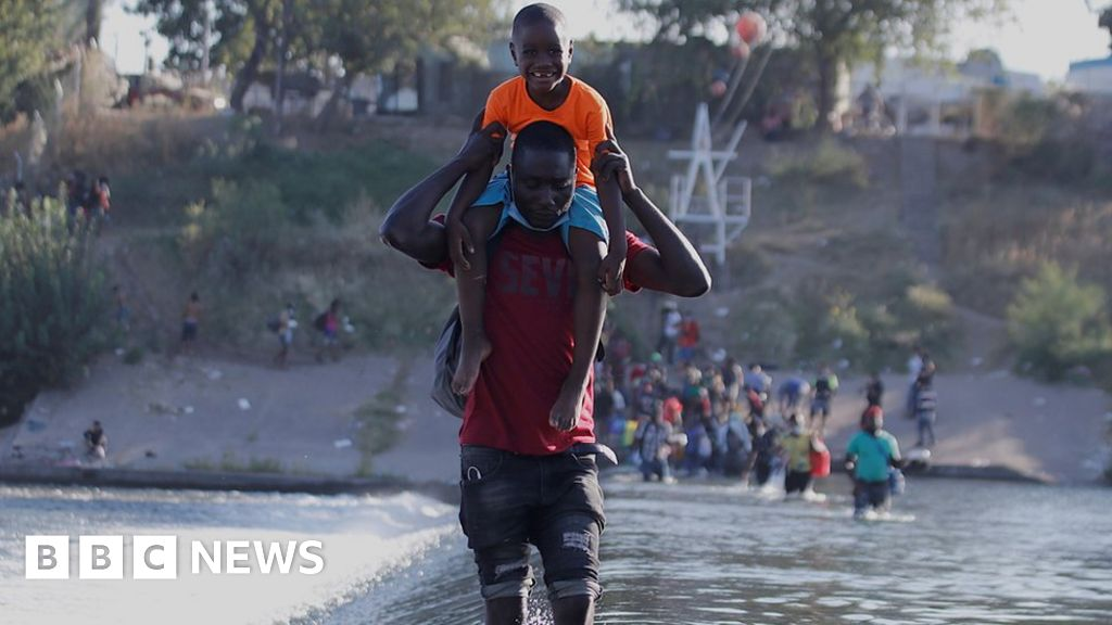Migrants in Texas: US 'to fly thousands back to Haiti'