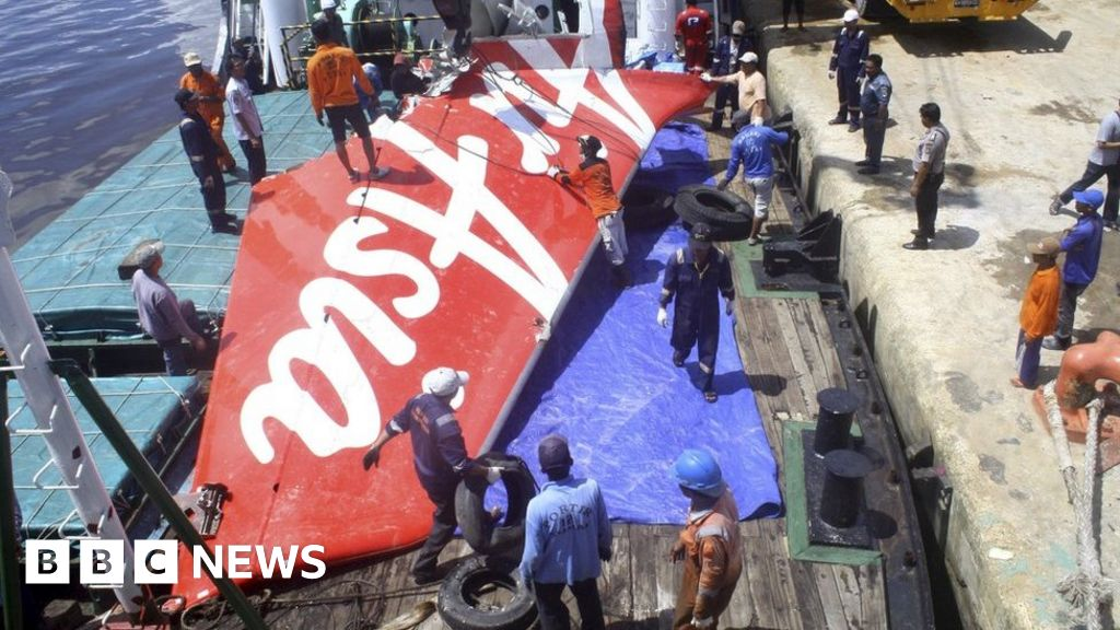 AirAsia crash: Faulty part 'major factor' - BBC News