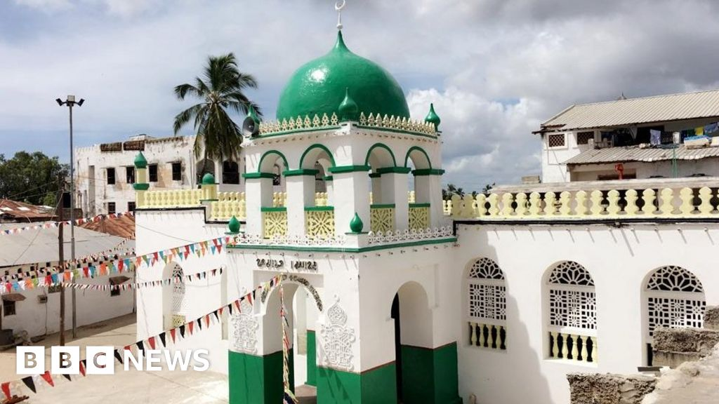Kenya Lamu Mosque: Anger over the T-shirt worn by Jay-Z