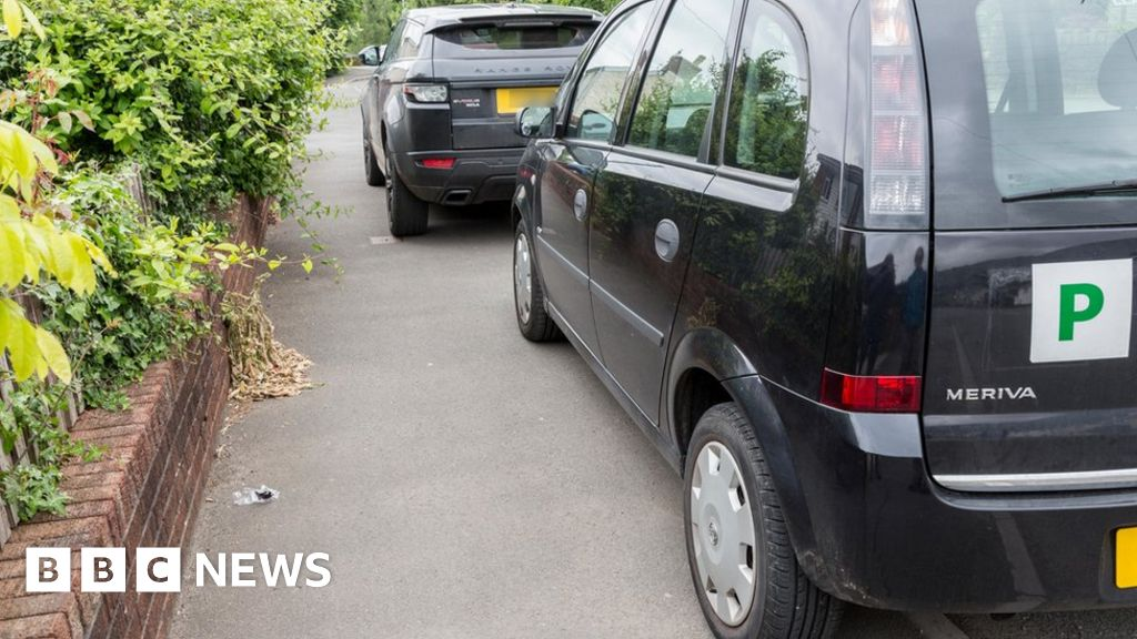 Should the UK ban parking on pavements?