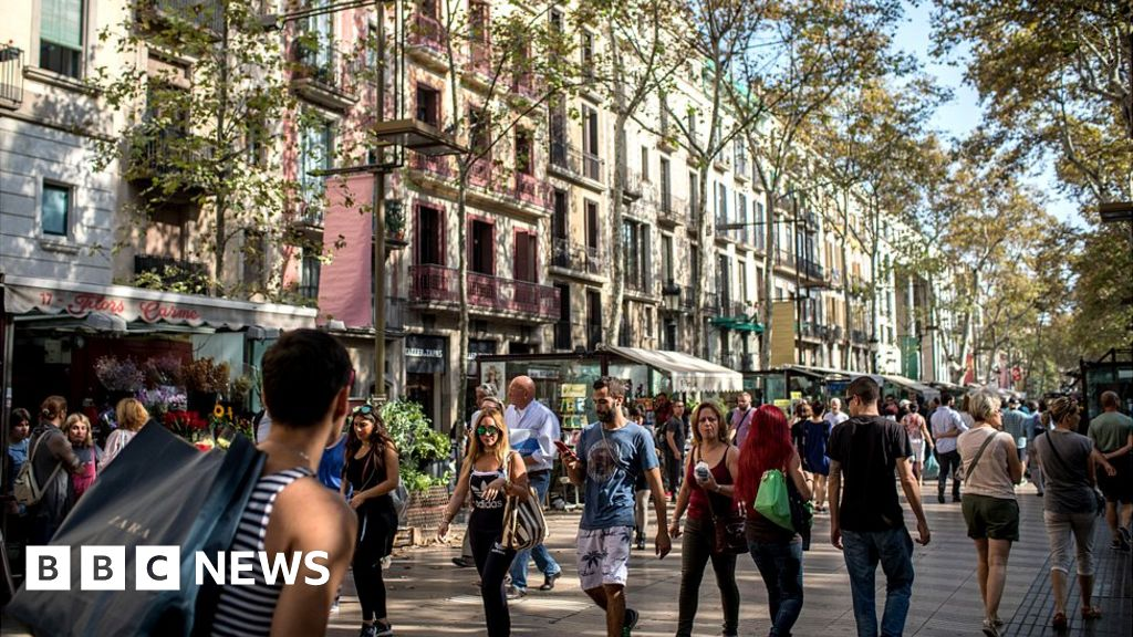 Barcelona crime wave clouding boom in tourism