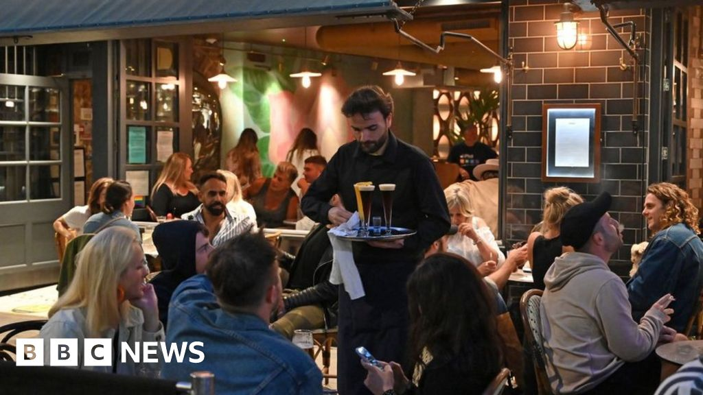 Coronavirus Lockdown People Rush To Town Centres As Pubs Reopen Bbc News Detailed weather forecast for today, tomorrow, the week, 10 days, and the month on yandex.weather. coronavirus lockdown people rush to