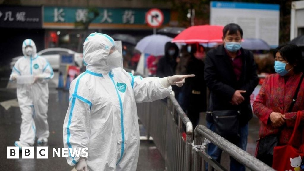 Coronavirus travel: China bars foreign visitors as imported cases rise thumbnail