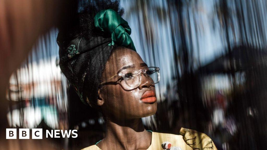Africa's top shots: Fashionistas and football fanatics