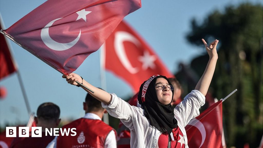 Turkey court jails officers over 2016 coup plot