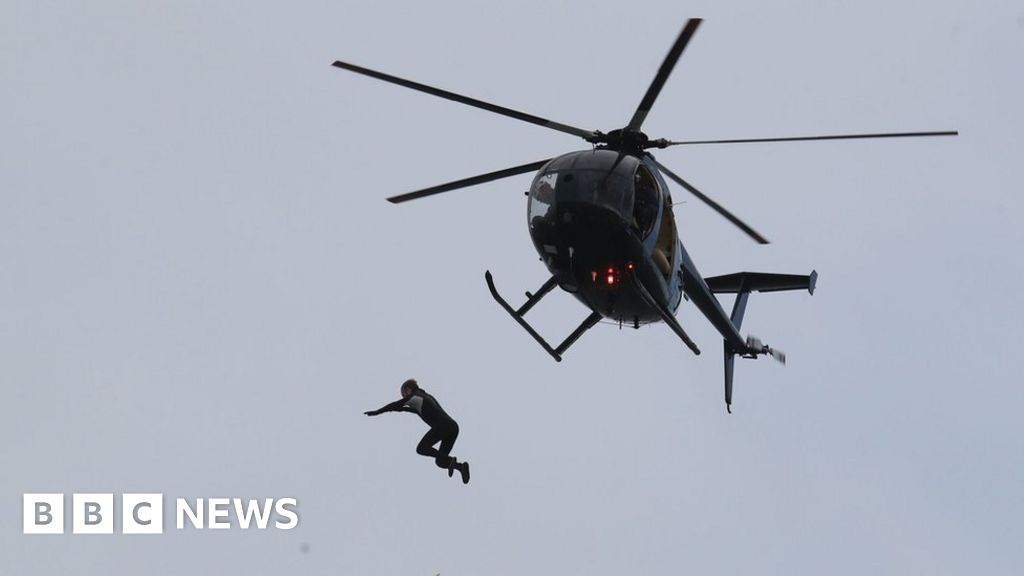 Ex-paratrooper attempts record jump from helicopter without parachute