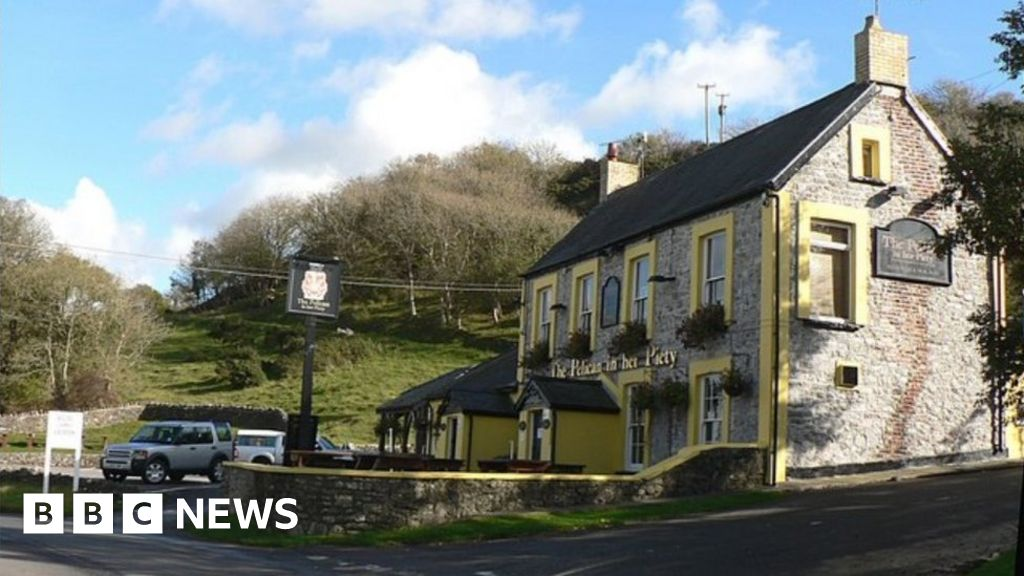 Photo of Welsh pubs and cafes reopen – but only outdoors | BBC News