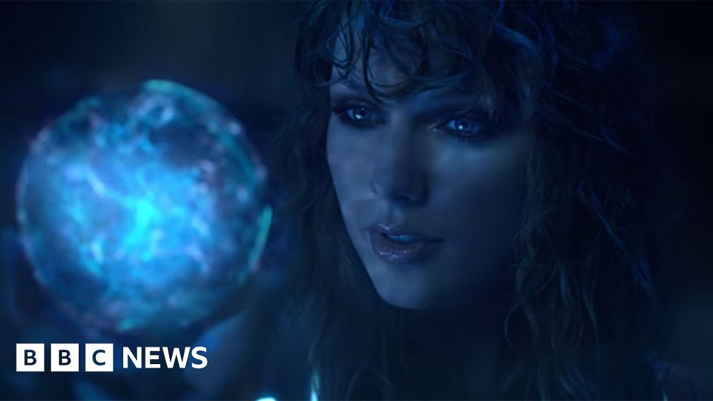 Nude taylor swift Taylor Swift