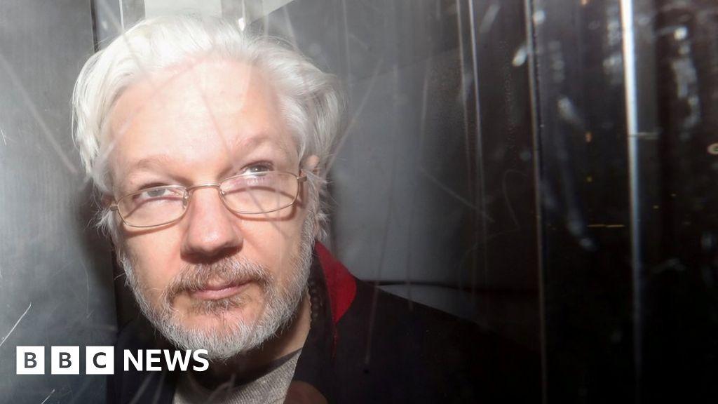 Trump 'offered Assange pardon for Russia denial'