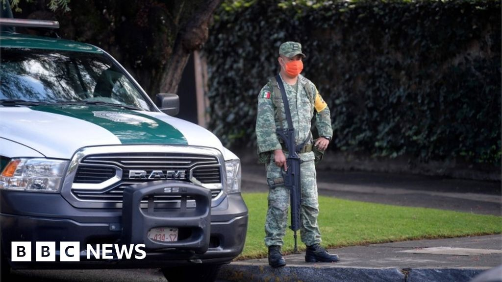 Mexico launches raids after assassination try of police chief thumbnail