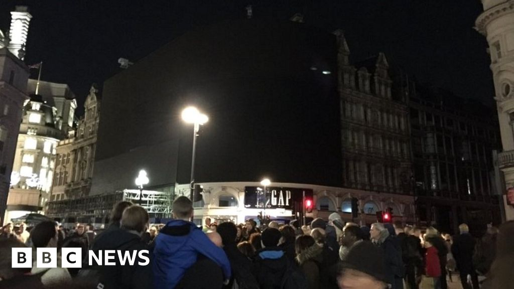 Blackout Hits London S Soho On Black Friday Bbc News Find free weather forecasts for soho with weather outlooks, temperatures, wind speed and. blackout hits london s soho on black