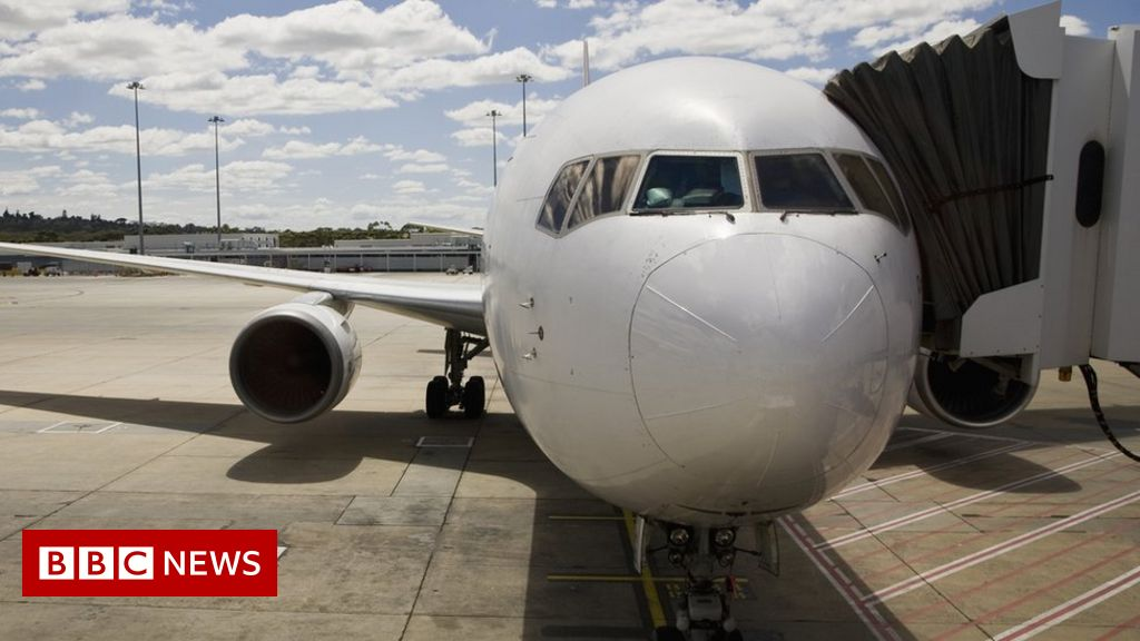 Covid: Australia to end ban on citizens leaving country