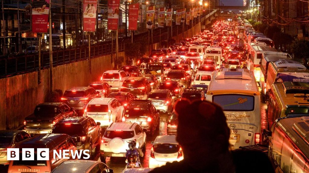 Manila transport crisis: Commuters outraged by 'leave earlier' advice