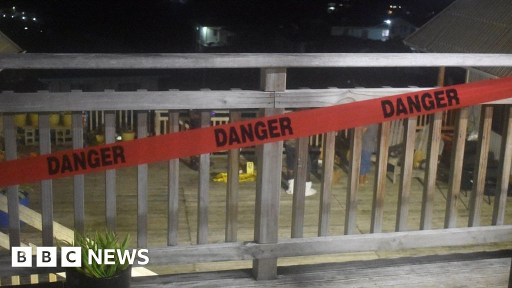 Solomon Islands: Men working for WW2 bomb clearing agency die in explosion - bbc