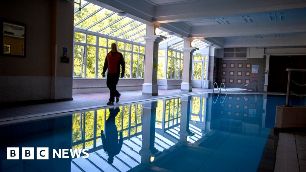 Coronavirus: residential lockdown in an empty four-star hotel