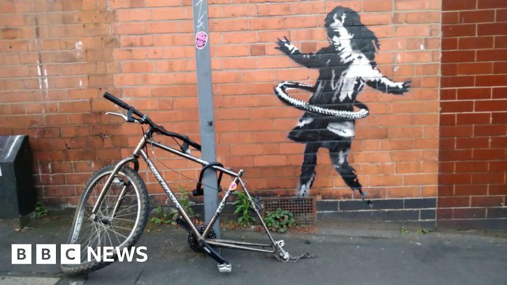 Banksy claims Nottingham hula-hooping girl artwork
