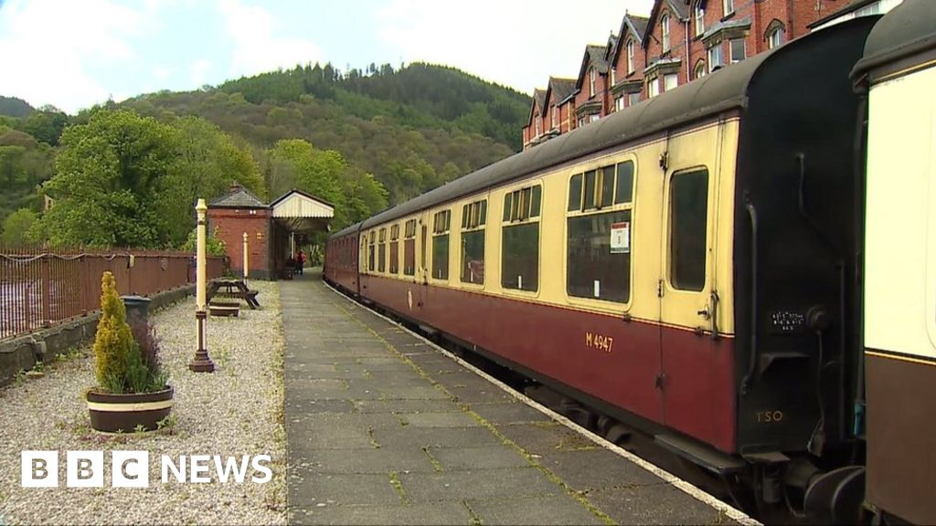 Llangollen Heritage Railway holds auction to pay £350k debts