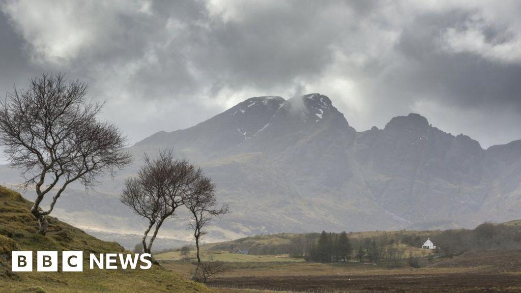 Hillwalker dies in fall on Skye mountain