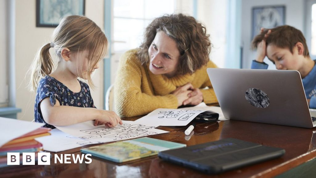 Parents' stress and depression 'rise during lockdowns'