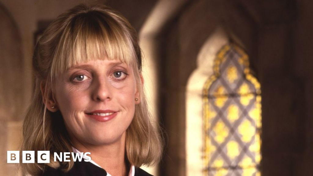 Actress Emma Chambers dies aged 53
