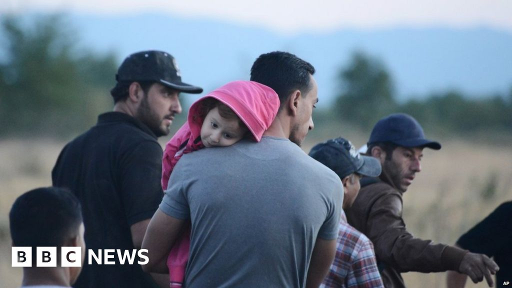 Migrants crisis: Slovakia 'will only accept Christians' - BBC News