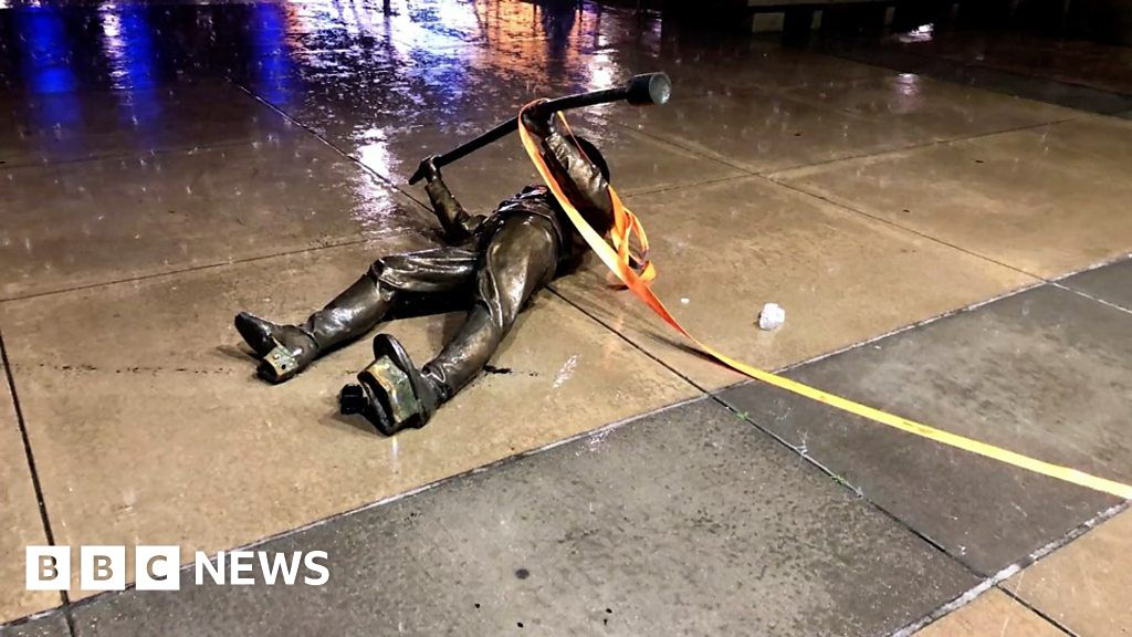 Protesters topple statues across US thumbnail