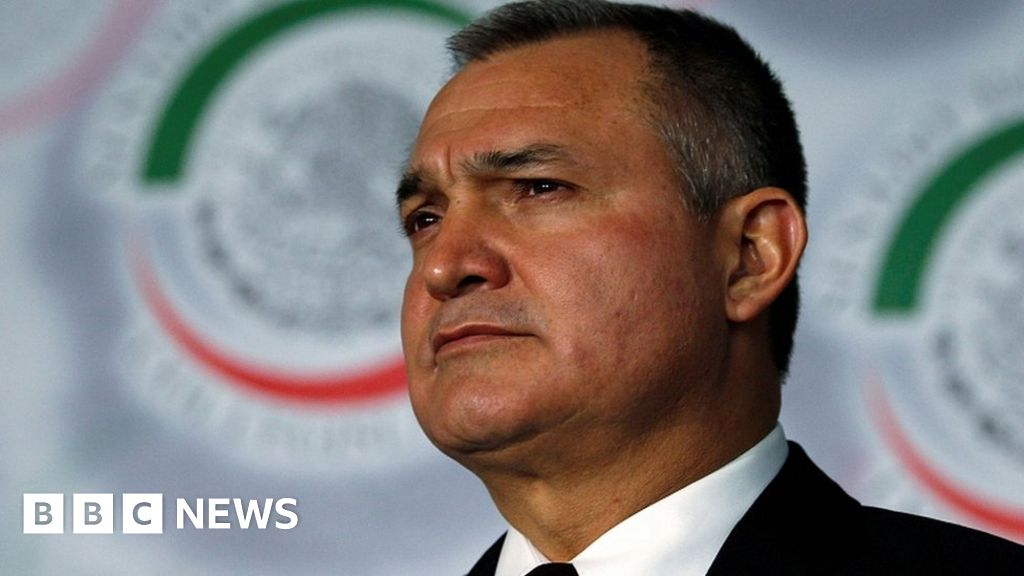 Genaro García Luna: US arrests Mexico ex-minister on drugs charges