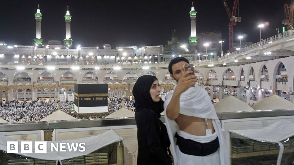 Two million Muslims begin Hajj pilgrimage in Mecca - BBC News