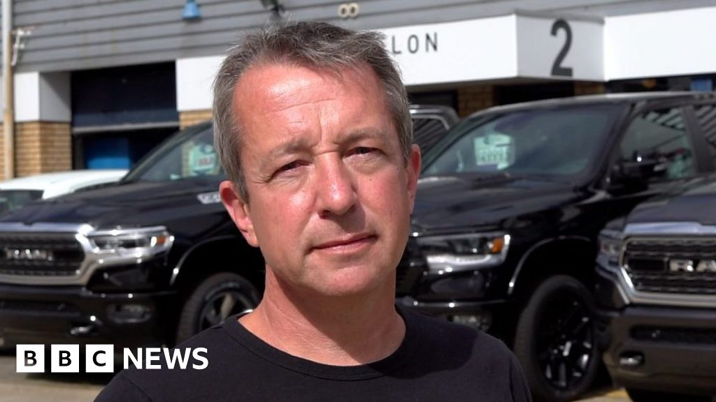 Google: Garage owner takes on tech firm over fake reviews
