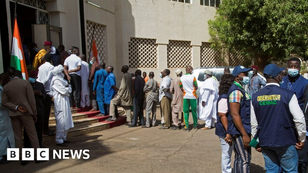 Seven Niger election officials killed by landmine on poll day