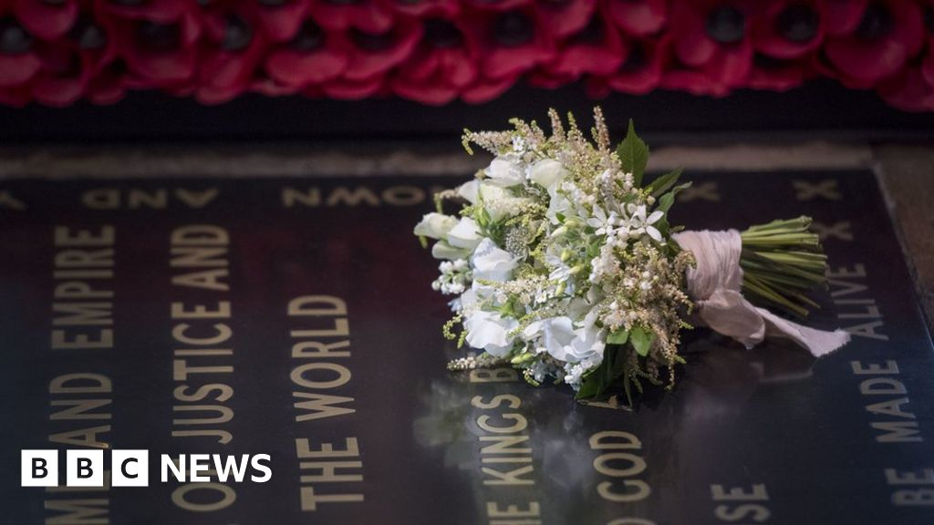 Royal Wedding 2018 Bouquet Laid On Tomb Of Unknown Warrior Bbc News
