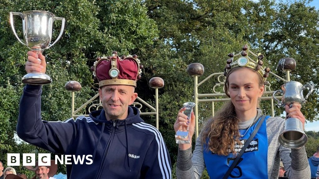 Northamptonshire: Thousands attend World Conker Championships