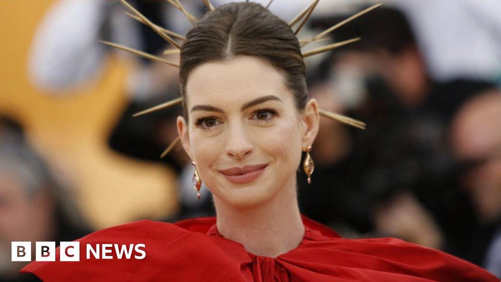Anne Hathaway attacks 'white privilege'