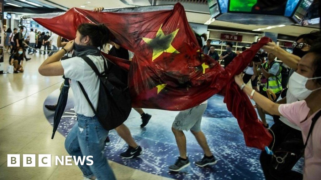 Hong Kong protests: China flag trampled in mall unrest