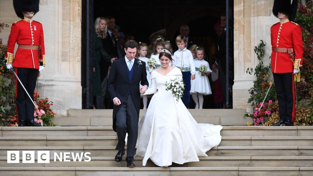 1cd13ab0ddc Royal wedding 2018  Princess Eugenie s dress in detail - BBC News