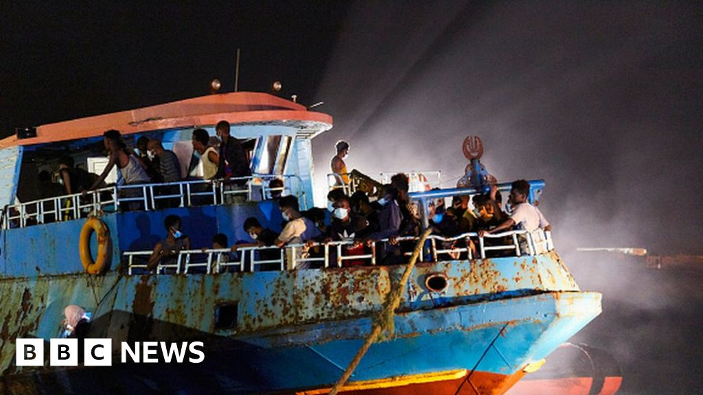 Migrant boat sinks off Tunisia leaving at least 20 dead