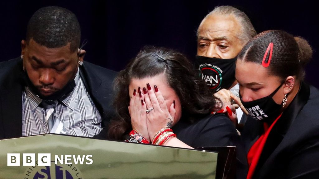 Daunte Wright: Hundreds attend Minneapolis funeral of man shot by police