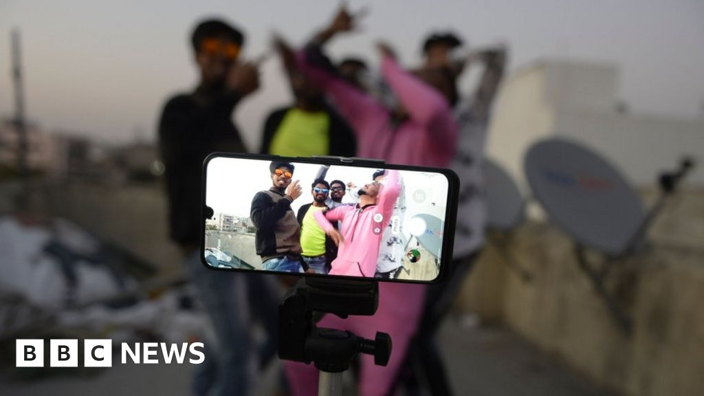 TikTok 'family safety mode' gives parents some app control - BBC News