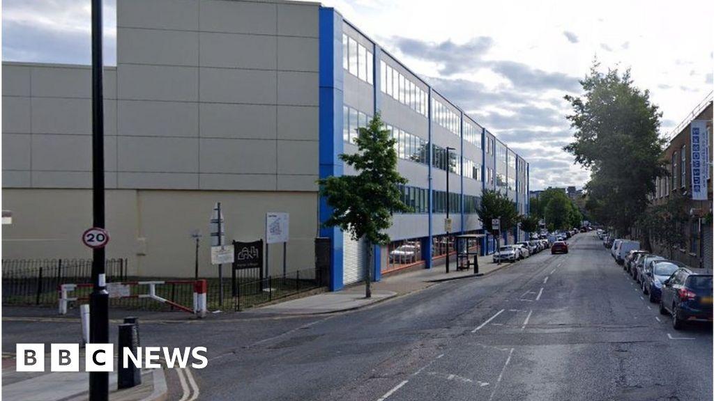 Teenage boy stabbed to death in Islington thumbnail