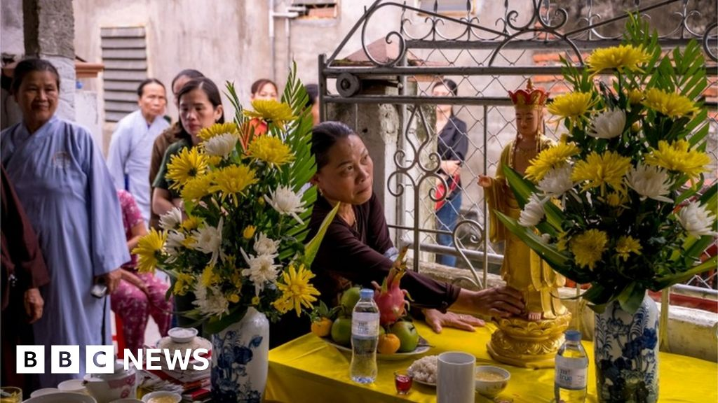 Essex lorry deaths: Vietnam offers grieving families loans to return bodies