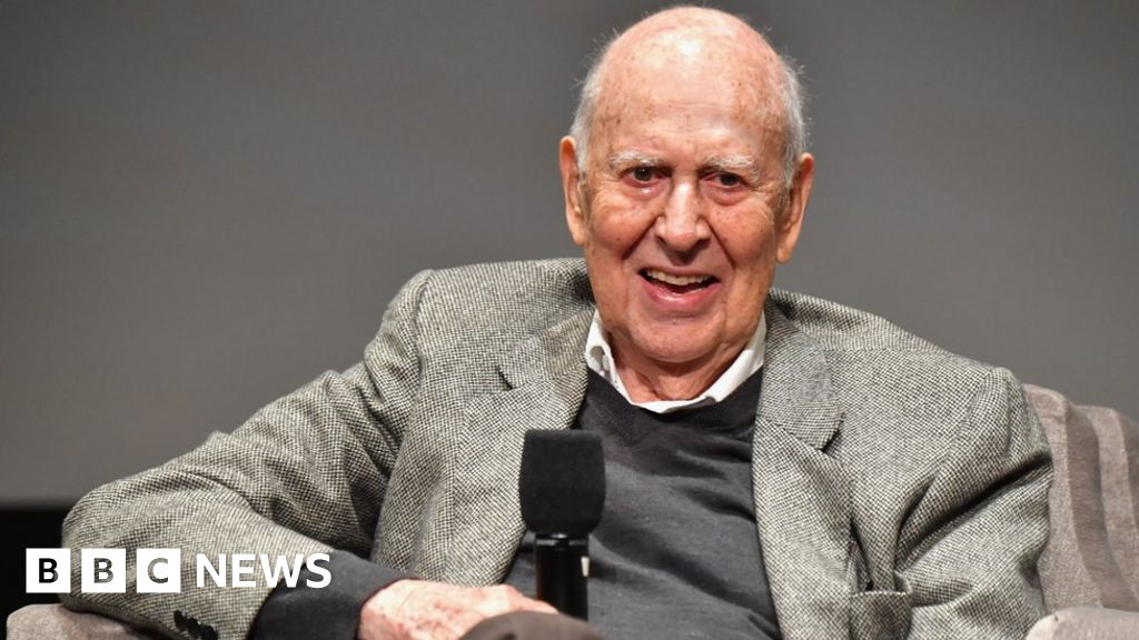 US comedy star Carl Reiner dies at 98 thumbnail