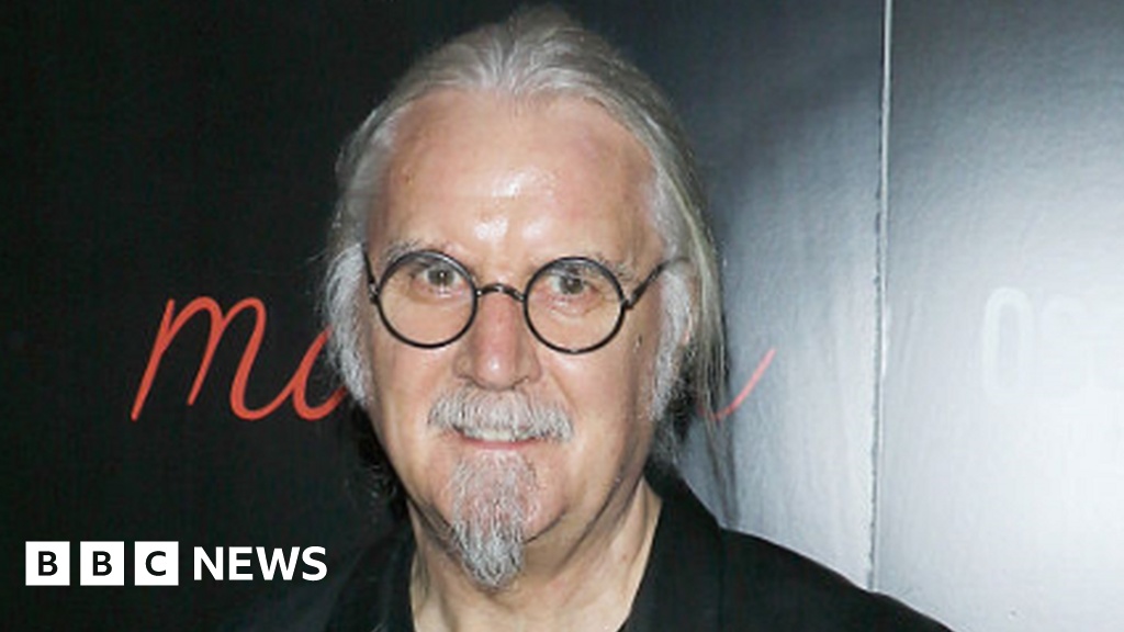 Covid: Sir Billy Connolly receives his first vaccine jab