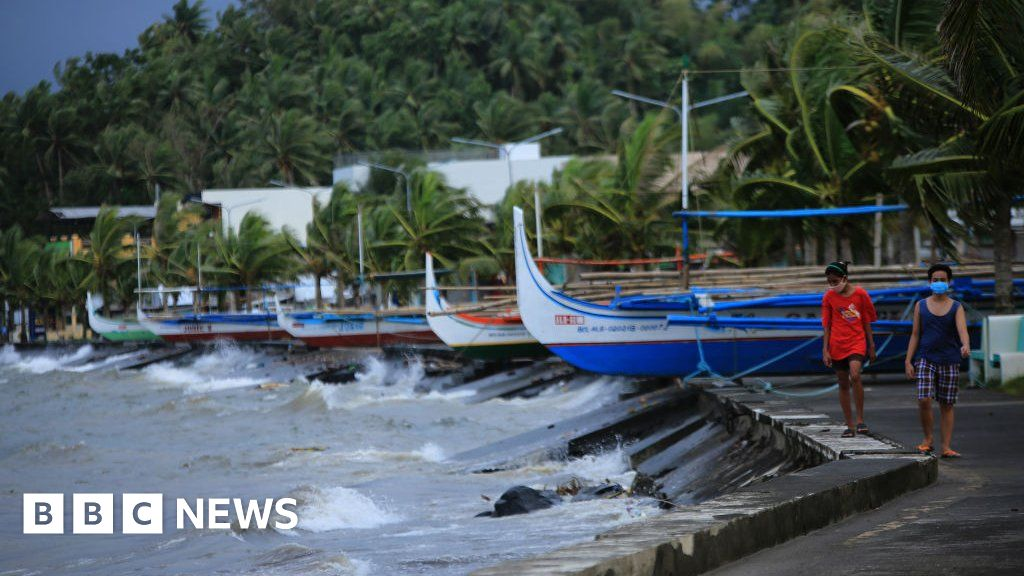 Typhoon Goni: Philippines braced for year's most powerful storm - BBC News