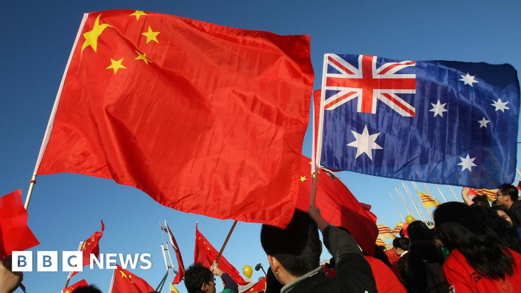 Australia provokes China anger over scrapped deals - BBC News